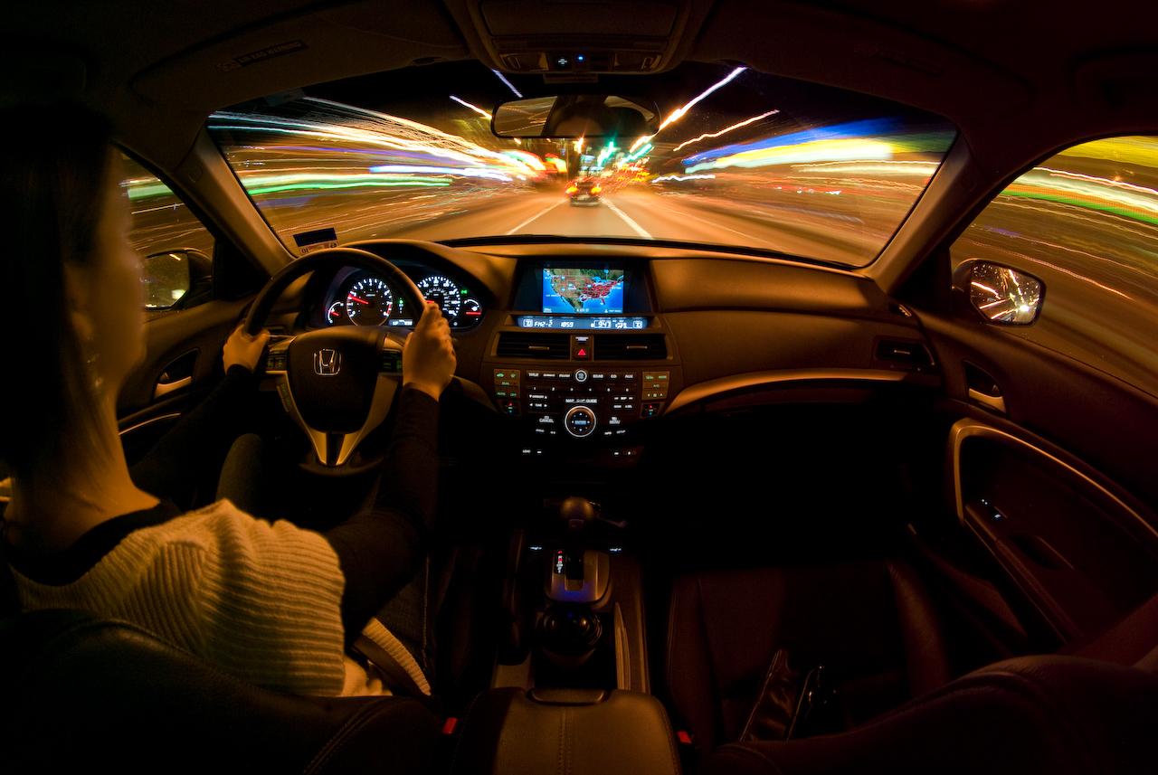 10 tips για ασφαλέστερη οδήγηση τη νύχτα